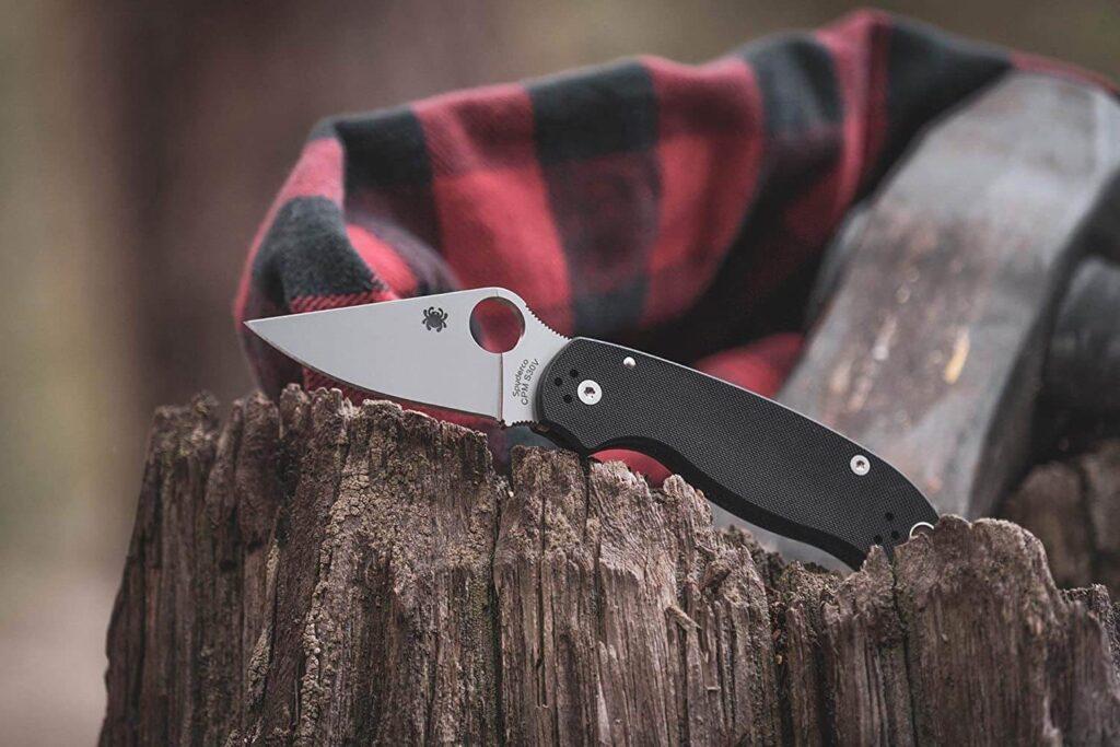 spyderco knife on wood