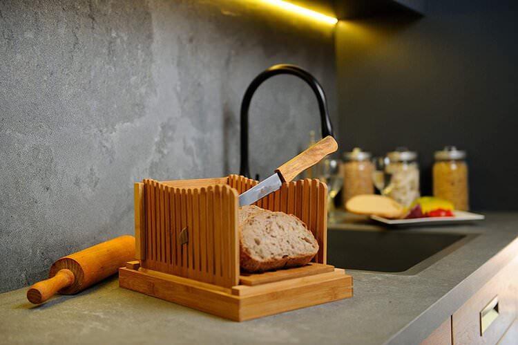 adjustable width bread slicer